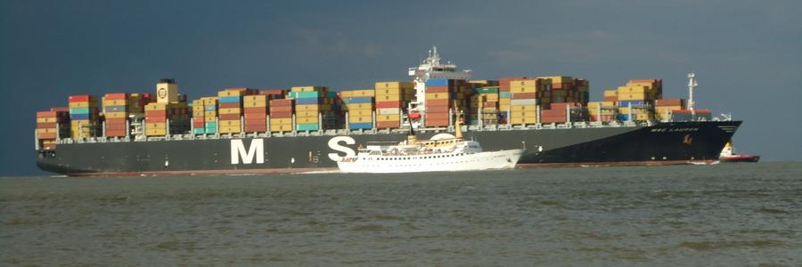 ca. 40.000 Schiffspassagen pro Jahr auf dem größten  Weltschiffartsweeg