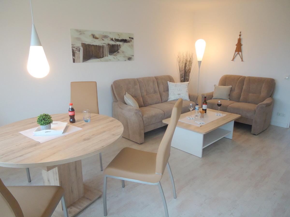 wohnzimmer sofa fewocux vermietung und verwaltung. Black Bedroom Furniture Sets. Home Design Ideas